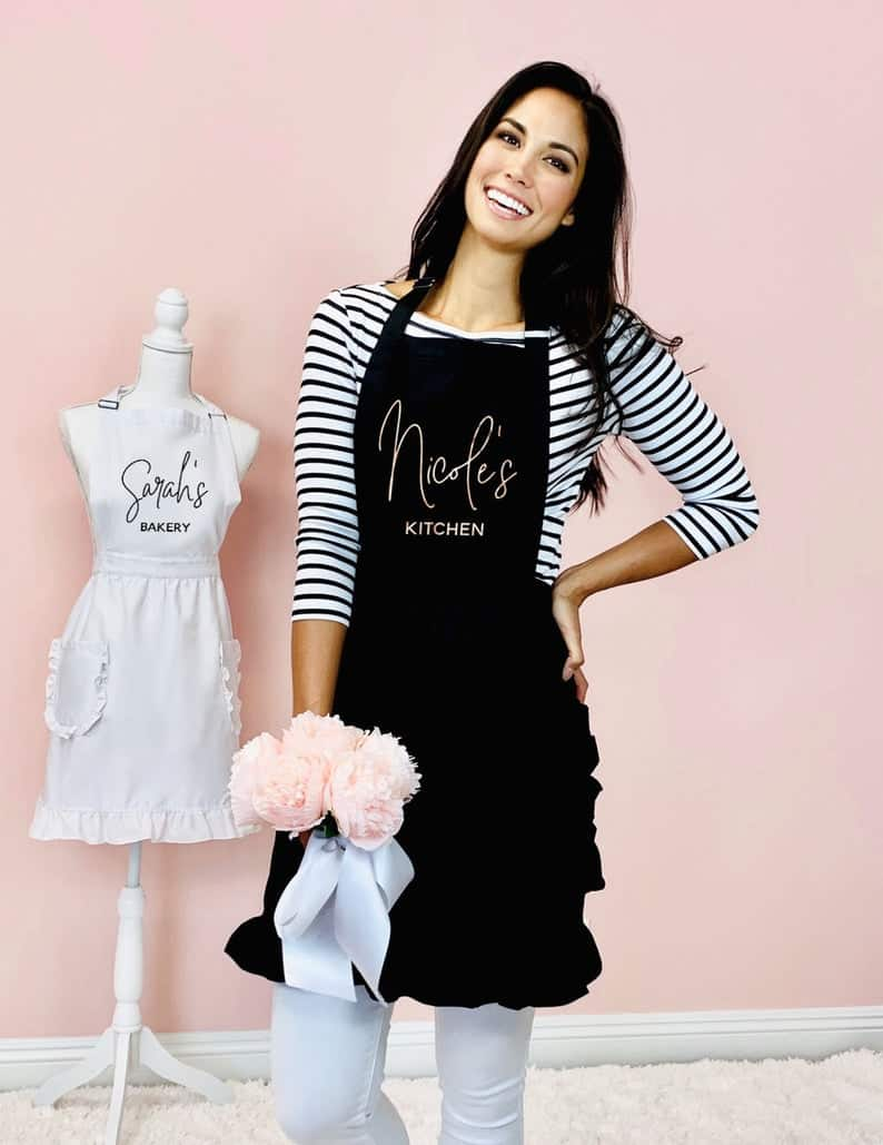 personalized apron gift cooking kitchen outfit | kimschob.com