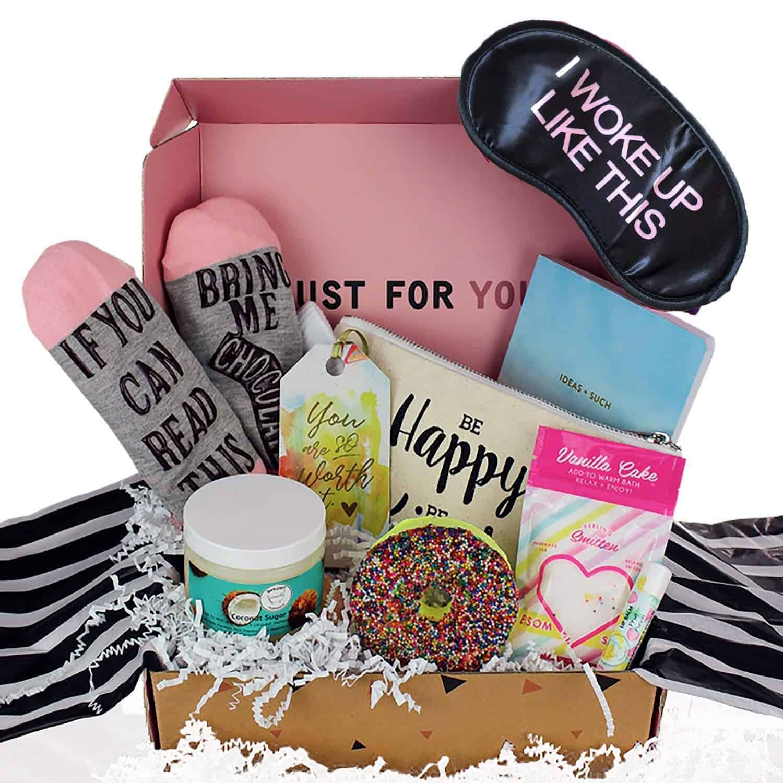 milky chic gift box basket | kimschob.com
